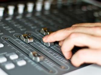Радиостанция Южного Урала умудрилась продать под рекламу две трети своего эфира