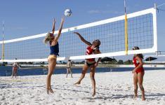 Радио ENERGY собирает публику на пляжный волейбольный турнир среди моделей