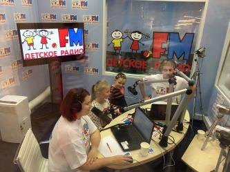 Поздравления от юных слушателей принимает Детское радио