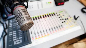 Неприятный инцидент: радиостанция оштрафована за мат в эфире